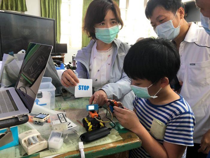 師生共同自造紅外線熱像儀(圖片來源:台中市政府)